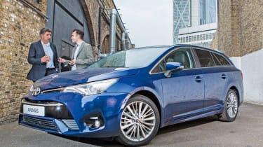New-Look Toyota Avensis和Auris:发动机,技术和价格