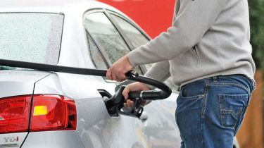 柴油在10年内首次比汽油便宜