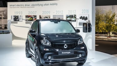 Smart Fortwo和Smart Forfour电动驱动器在巴黎亮相