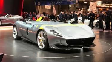 新的法拉利蒙扎SP1和SP2型号在巴黎透露